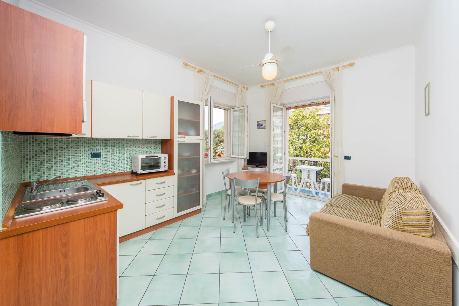 La residenza aparthotel appartamenti maiori costa for Appartamenti amalfi